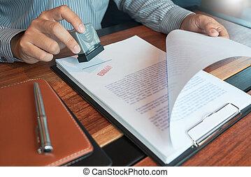 ローン, 文書, スタンパ, ビジネスマン, お金, appoval, 契約, インク, 押すこと, 契約, 公認, notary, concept., 公衆, シール, 形態, 手