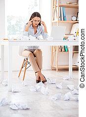 ワイシャツ, オフィス, モデル, 女性実業家, 悲しい, 彼女, 服を着せられる, 白