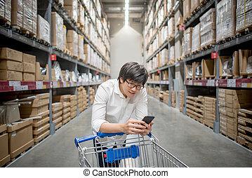 ワゴン, 買い物, 点検, リスト, 若い, カート, アジア人, 倉庫, 人