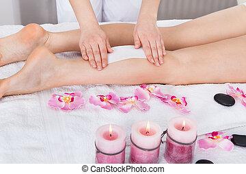 ワックスを掛けること, 女性, 美容師, 足