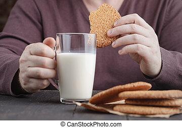 一かじり, 手, クッキー, 保有物, 半分, ミルク