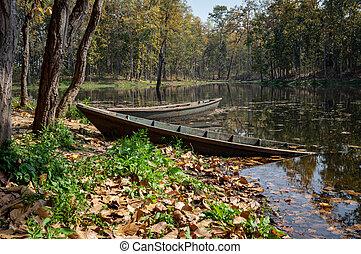一半, 湖, 小船, 沉沒