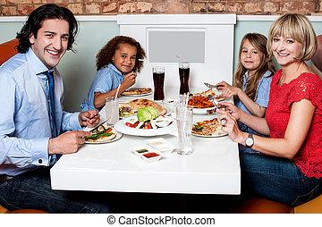 一緒に食べること, 家族, レストラン