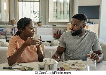 一緒に, 話し, 恋人, 持つこと, 若い, アメリカ人, アフリカ, 朝食