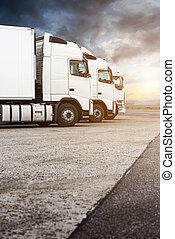 三, 白色, 卡車, 在一行中