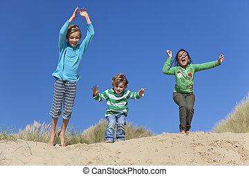 上げられた, 持つこと, 3, 腕, 跳躍, 楽しみ, 浜, 子供