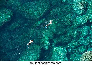 上面, 看法, ......的, a, 夫婦, snorkeling, 在, the, 海