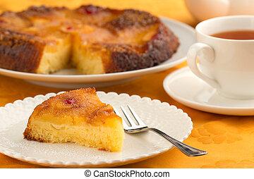 下方に, ケーキ, 上側, パイナップル