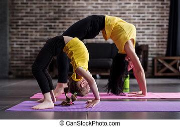 不同, 瑜伽, 工作, 年齡, 姿態, 女孩, 二, 弓, 面對, 靈活, 向上, 在外