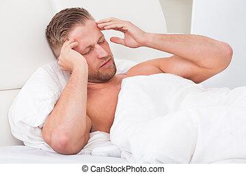 不快である, 頭痛, の上, 人, 目覚めること