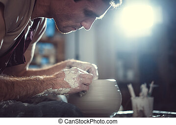 中に, 陶器