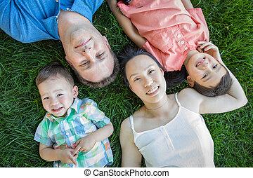 中国語, 卵を生む, 父, コーカサス人, 母, レース, 混ぜられた, 草, 子供