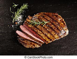 中型稀, 牛肉, 薄く切られる, フランク, 焼かれた, ローズマリー
