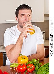 中央の, ジュース, 成人, オレンジ, 飲むこと, 人