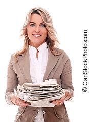 中央の, 年を取った, 女, 中に, オフィス, スーツ, ∥で∥, 新聞