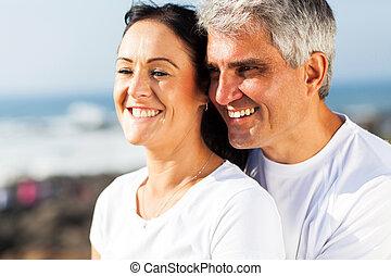 中央の, 年齢, 夫 と 妻, 抱き合う