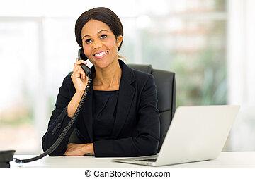 中央, 女性実業家, 電話, 話し, アフリカ, 年を取った