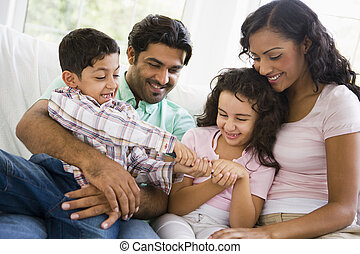 中央, 家族, 東