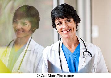 中年層, 女性, 医療労働者