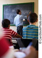 中年層, 教師, ∥において∥, 黒板, 寄付, クラス, の, 数学