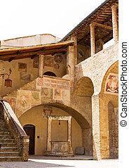 中庭, イタリア語