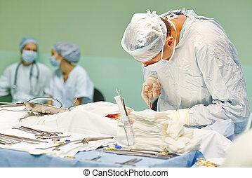 中心の 外科, オペレーション