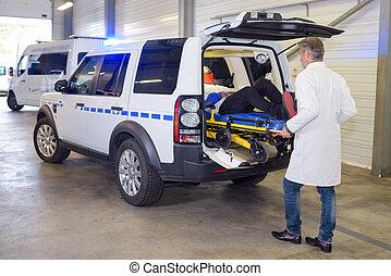 中, 犠牲者, 救急車