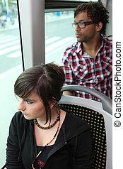 乗客, バスの 乗車
