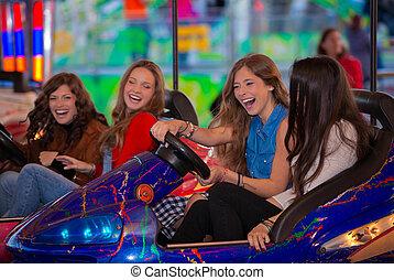 乗車, グループ, 十代の若者たち, カーニバル, バンパー