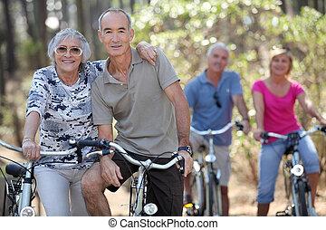 乗馬の自転車, 人々, 年配, ∥(彼・それ)ら∥