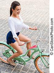 乗馬, 女, bike., 若い, 光景, 自転車, 微笑, 魅力的, 上, 型, 彼女