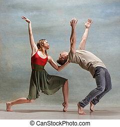 二人, 跳舞