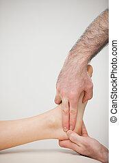 二個手指, 按壓, the, achilles 腱, ......的, a, 病人