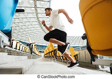 二階に, ランナー, 若い, 走っている男性, サイド光景