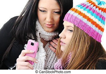 二, 女性, 朋友, 閱讀, sms 消息, 上, 移動電話