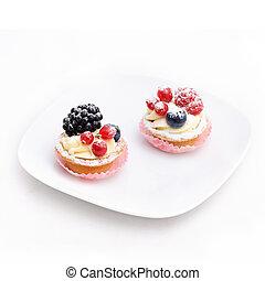 二, 蛋糕, 上, the, 盤子。, isolated.