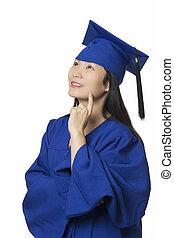 亞洲的女人, 深在思想中, 穿, 畢業長袍, 被隔离, 白色 背景