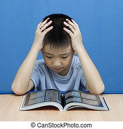 亞洲的男孩子, 嚴肅, 閱讀, 書