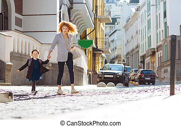 交差, 活動的, 通りの 子供, 母