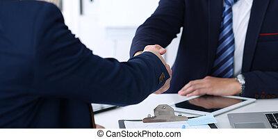 交渉, パートナー, 握手, because, 財政, ビジネス, オフィス。, 満足させられた, 契約, 署名のペーパー, ミーティング, ∥あるいは∥