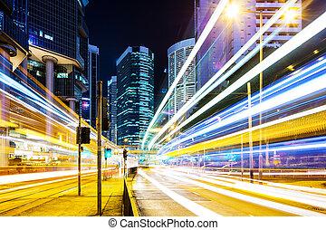交通, 中に, ダウンタウンに, 夜で
