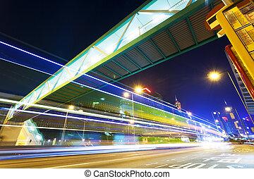 交通, 動きをぼんやりさせなさい, 道, 中に, 現代, 都市 通り, 夜で