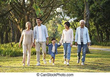 产生, 家庭, 公园, 走, 三, 亚洲人