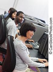 人々が中にいる, コンピュータクラス