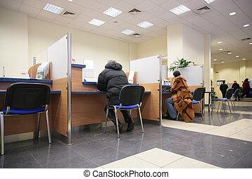 人々が中にいる, 銀行, 2