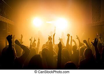 人々のグループ, 楽しむ, a, コンサート