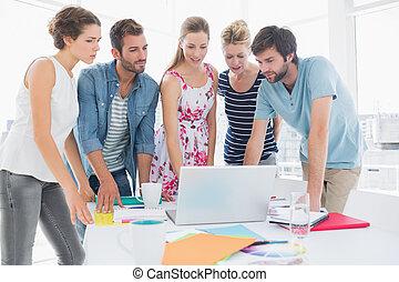 人々, ラップトップ, ビジネス, 使うこと, 偶然, 一緒に