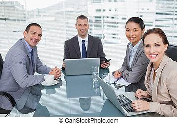 人々, ラップトップ, ∥(彼・それ)ら∥, ビジネス, 仕事, 微笑, 一緒に
