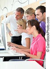 人們的組, 參加, 企業 訓練