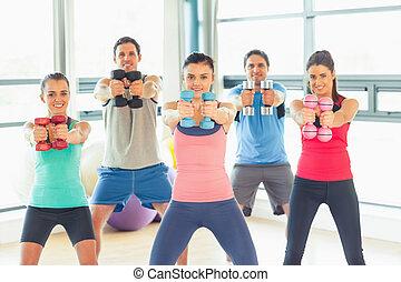 人們, 舉起, dumbbell, 重量, 由于, 教練, 在, 體操